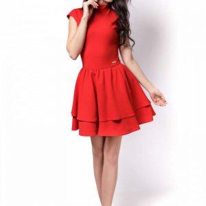 Czerwona Sukienka z Niewielką Stójką z Falbankami.