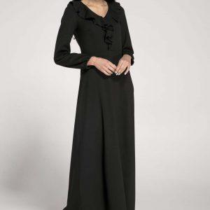 Długa Czarna Sukienka z Falbankami przy Dekolcie.
