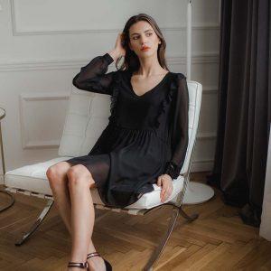 Czarna Szyfonowa Marszczona Sukienka z Falbankami.