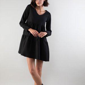 Czarna Sukienka z Falbankami z Dekoltem w Szpic.