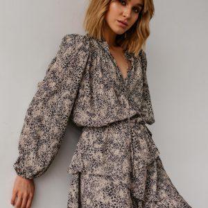 Sukienka odcinana w pasie z falbankami beżowa w cętki - AMAYA by Marsala.
